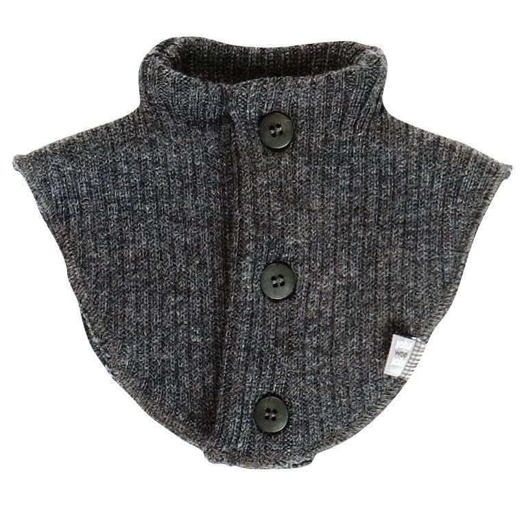 Halsedisse i soft wool fra joha - m. knapper - koksgrå fra Joha fra babygear.dk