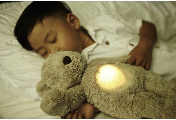 Image of Sovedyr fra Cloud b m. hjertelyd og vågelys - Glow Cuddles Bear (872354008533)